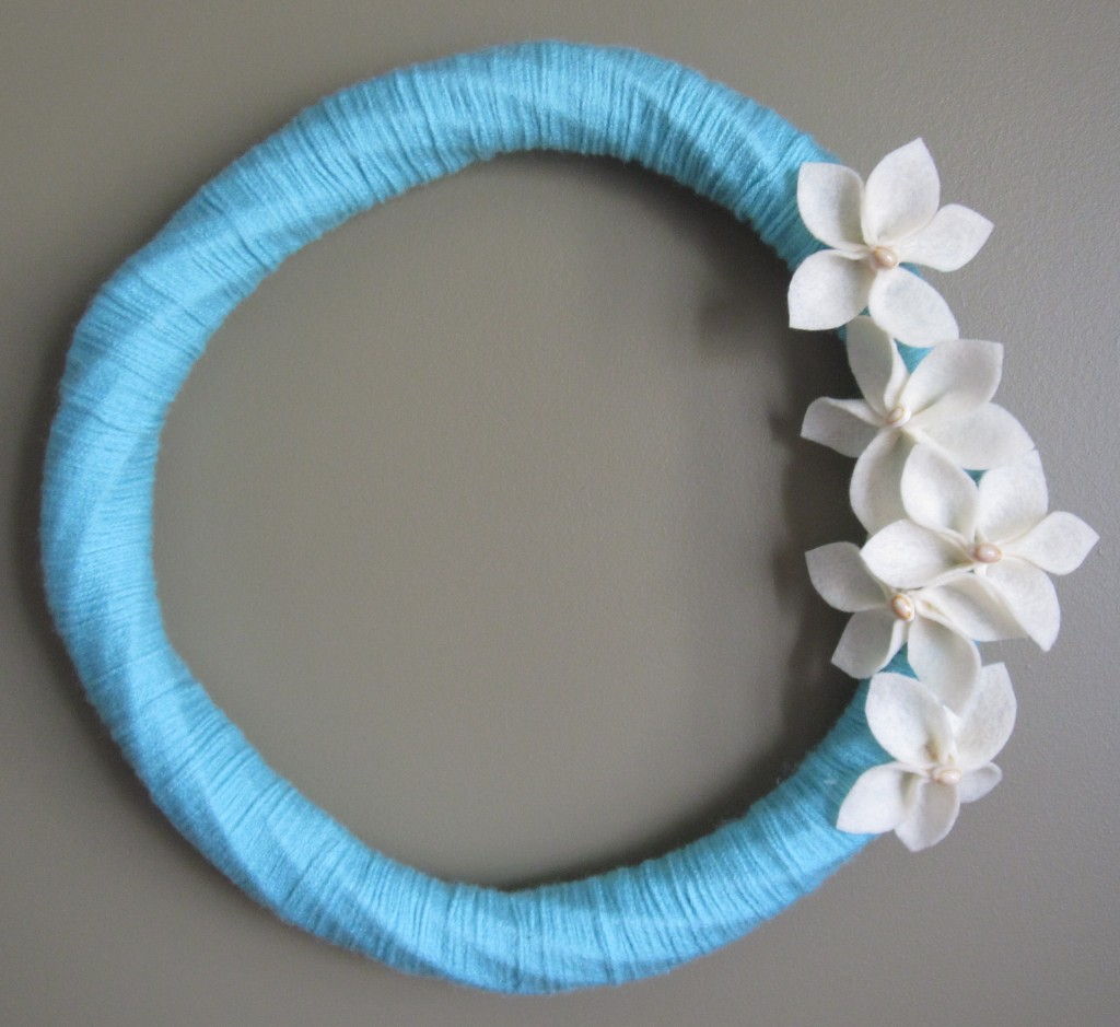 Diy tutorial beech and surf inspired yarn and felt flower for Surfboard craft for kids