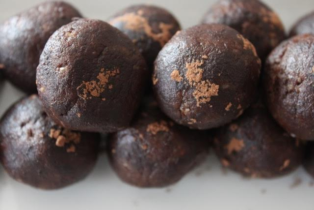 Chocolate walnut energy bites - Amidst the Chaos