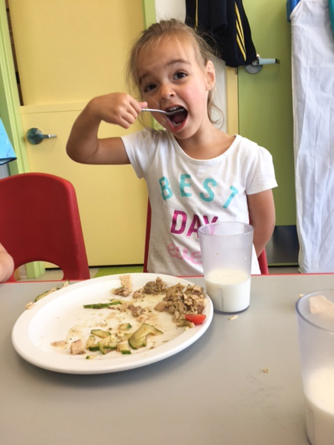 toddler eating lunch