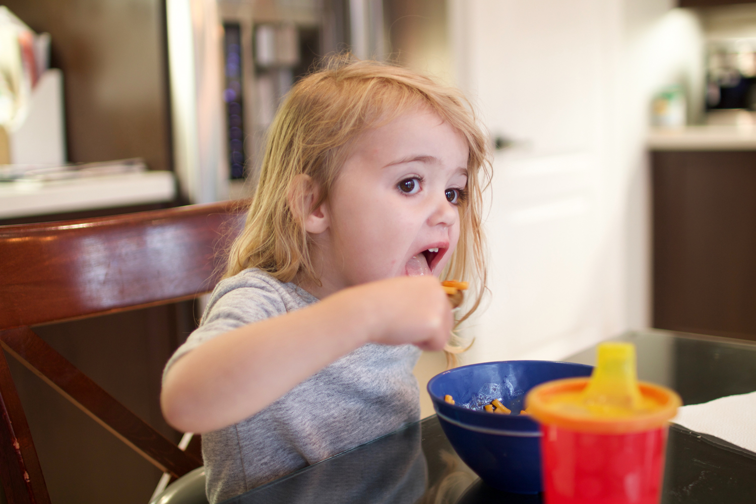 toddler eating mac and cheese