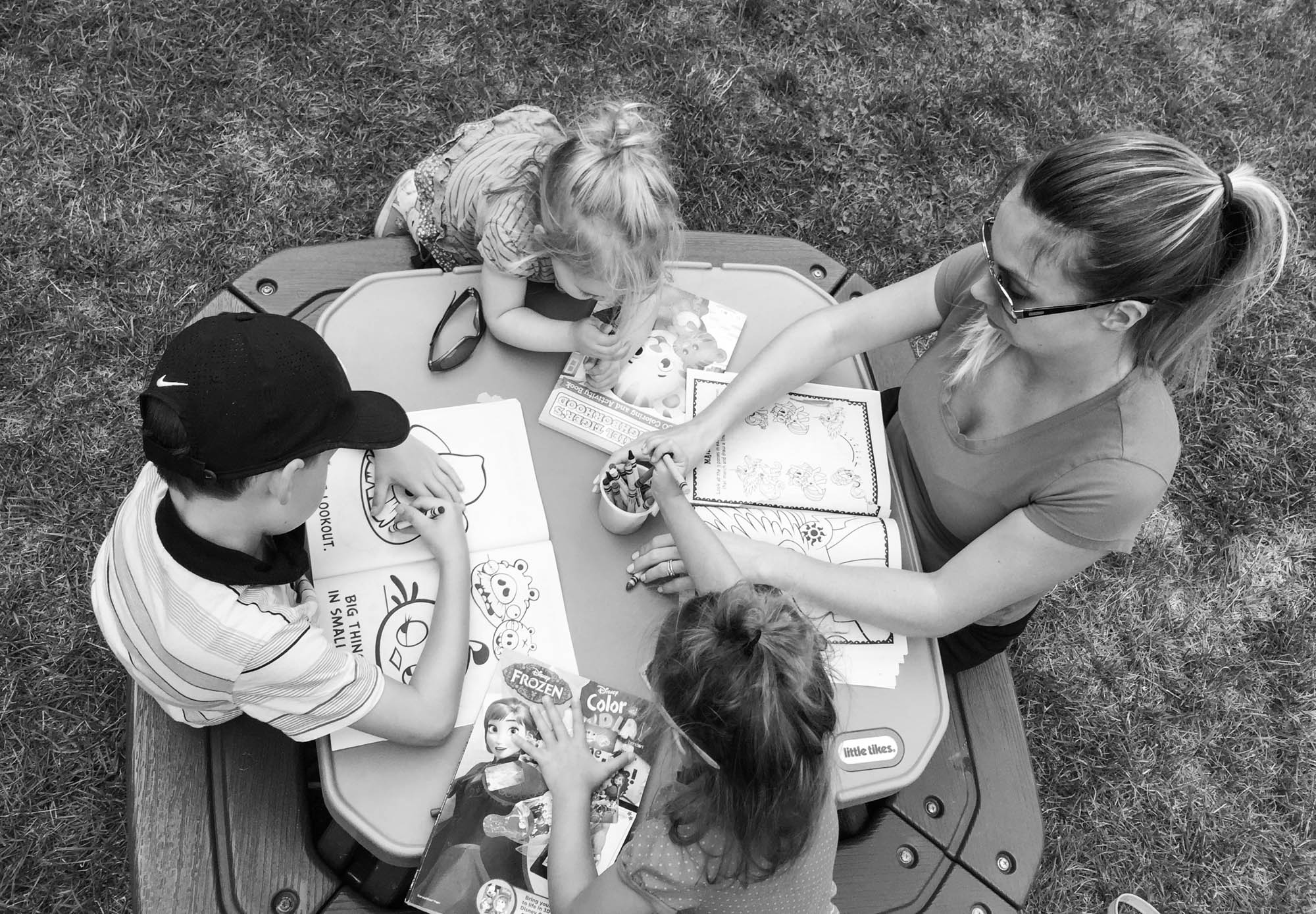 mom colouring with kids