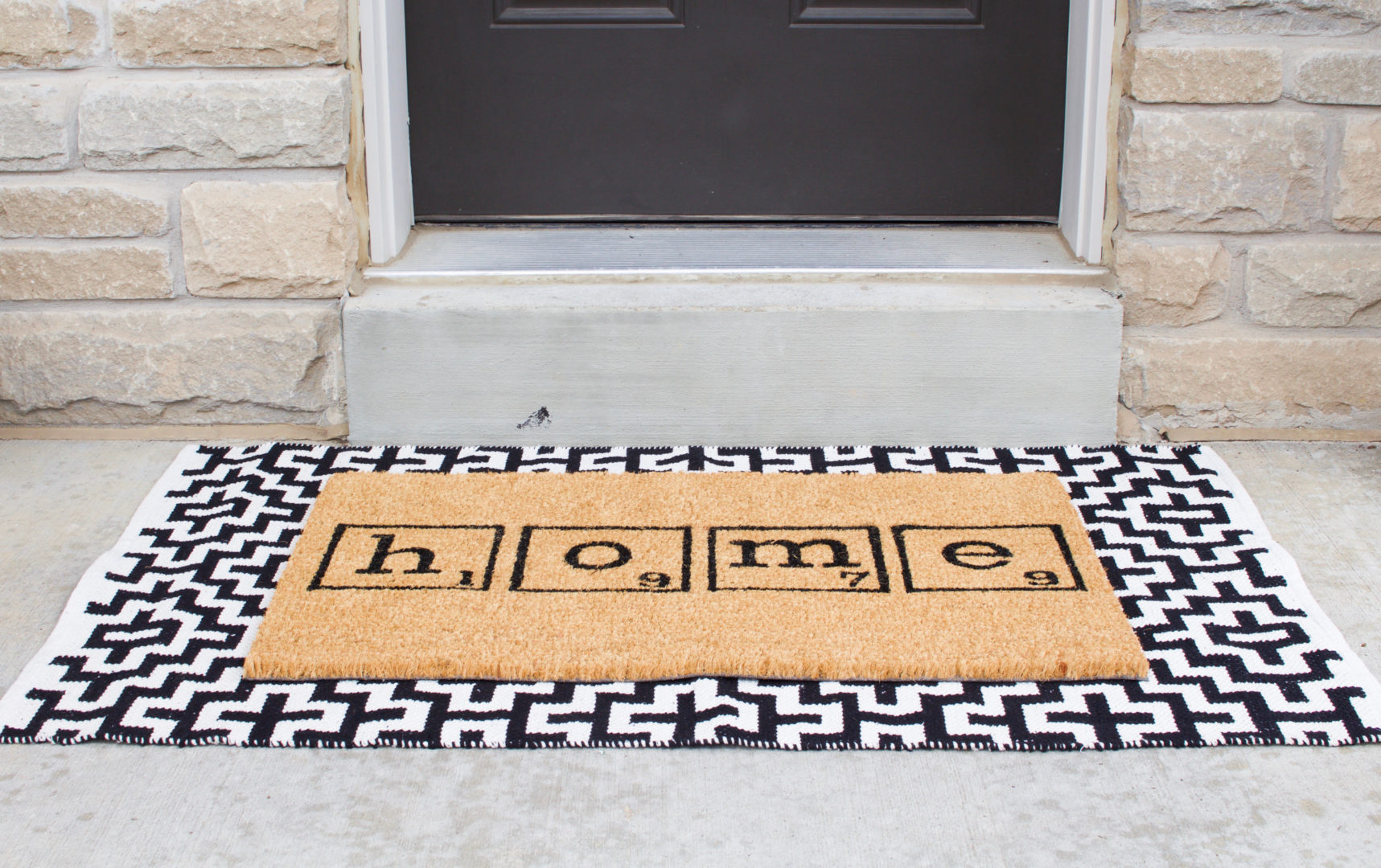 How to layer doormats on the front porch - Nesting Story