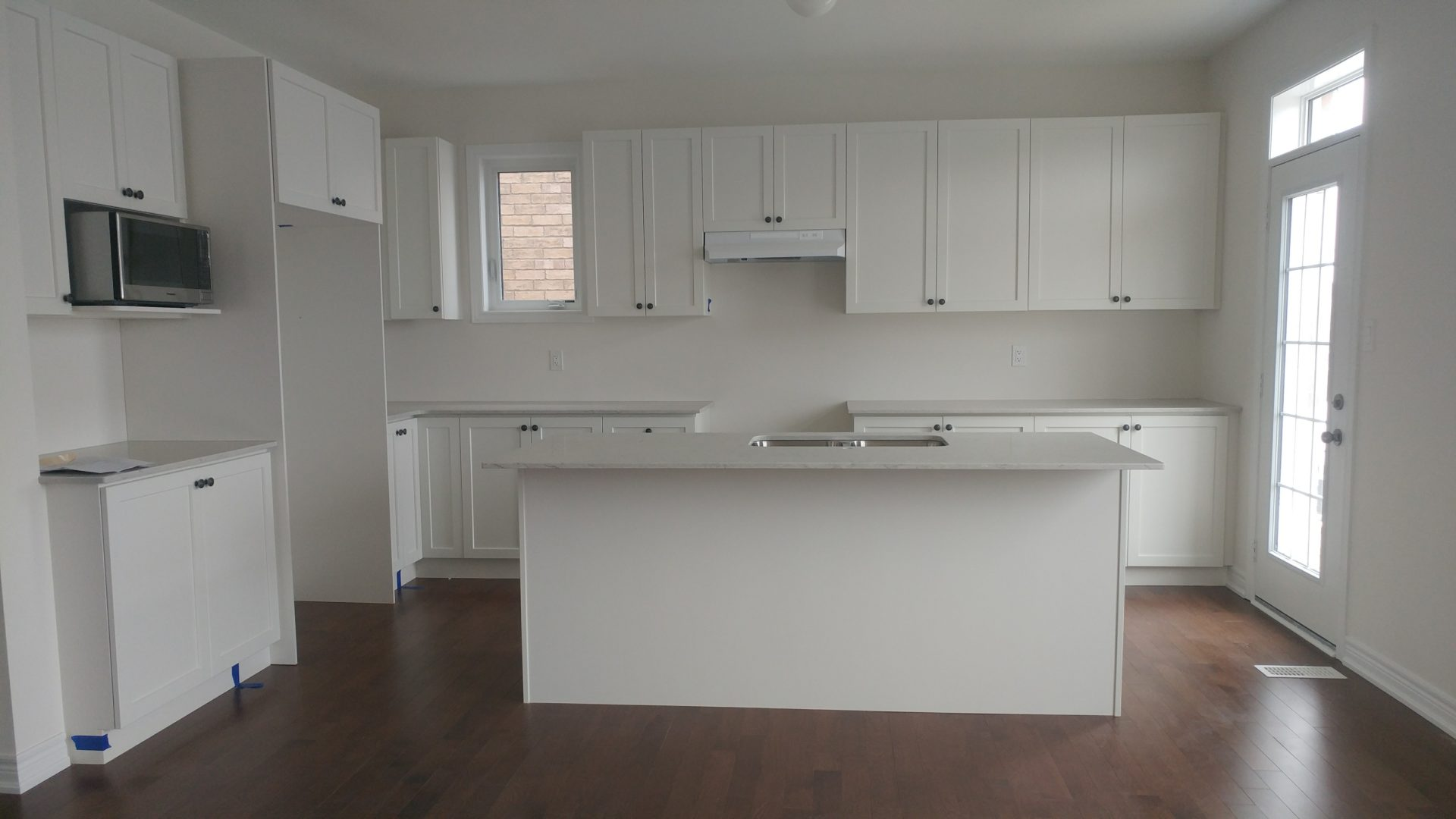 Bland white kitchen BEFORE DIY design
